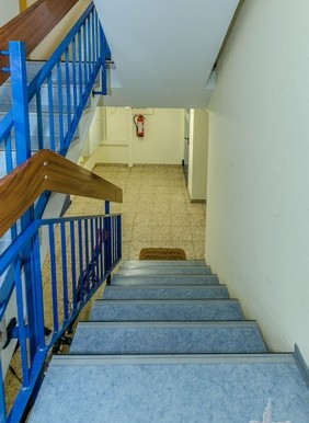 170435A08_treppe1