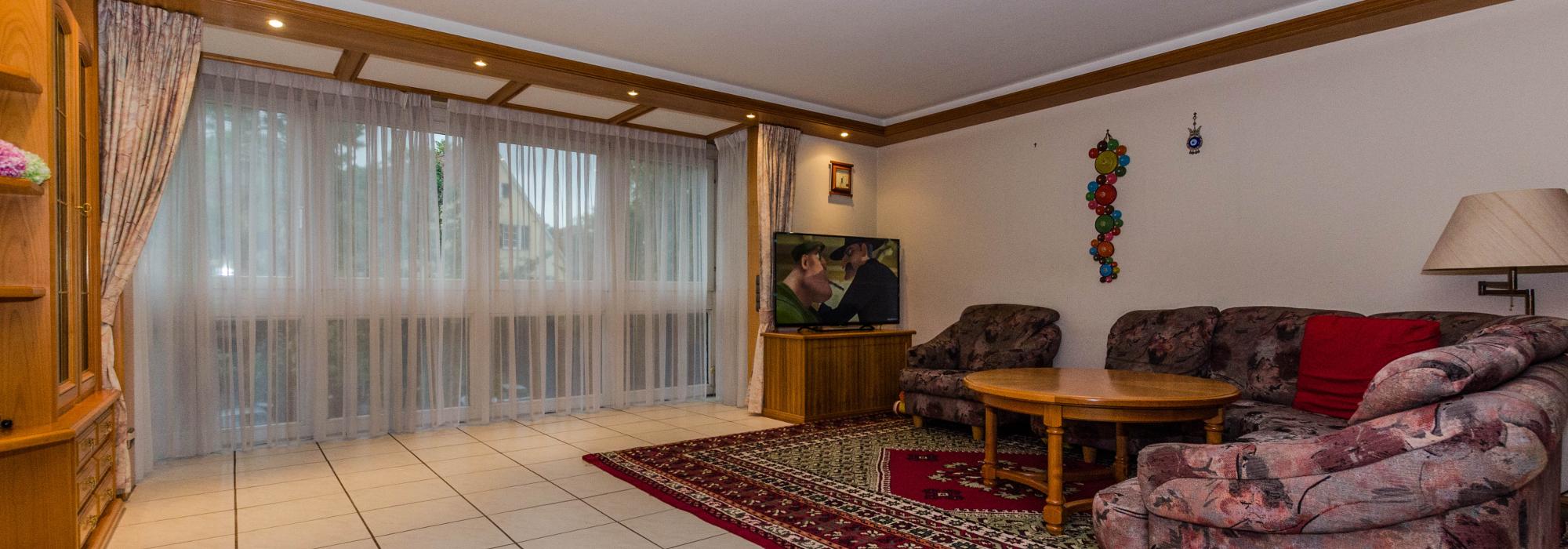 Schöne und solid ausgestattete 3 Zi Wohnung in Stuttgart Stammheim